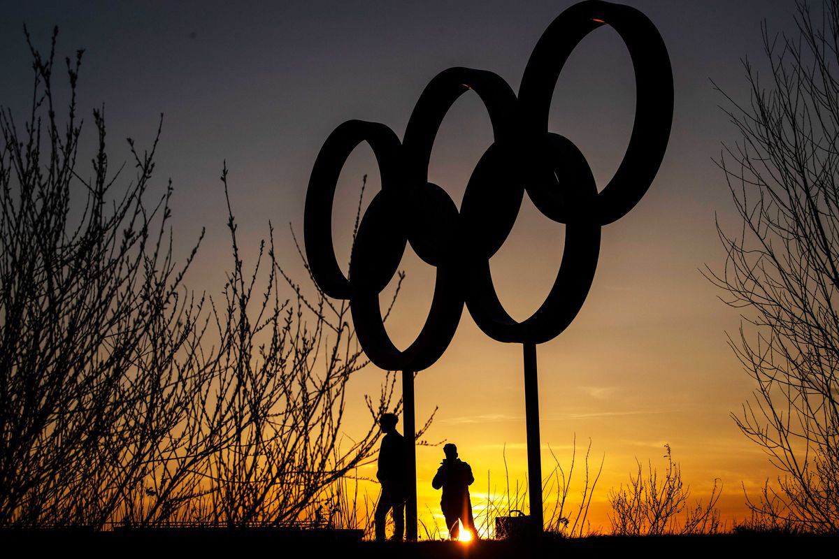 Olympic Tokyo bị hoãn: Thành trì cuối cùng của thể thao thế giới sụp đổ trước Covid-19 và lần hiếm hoi người Nhật bị chỉ trích - Ảnh 4.