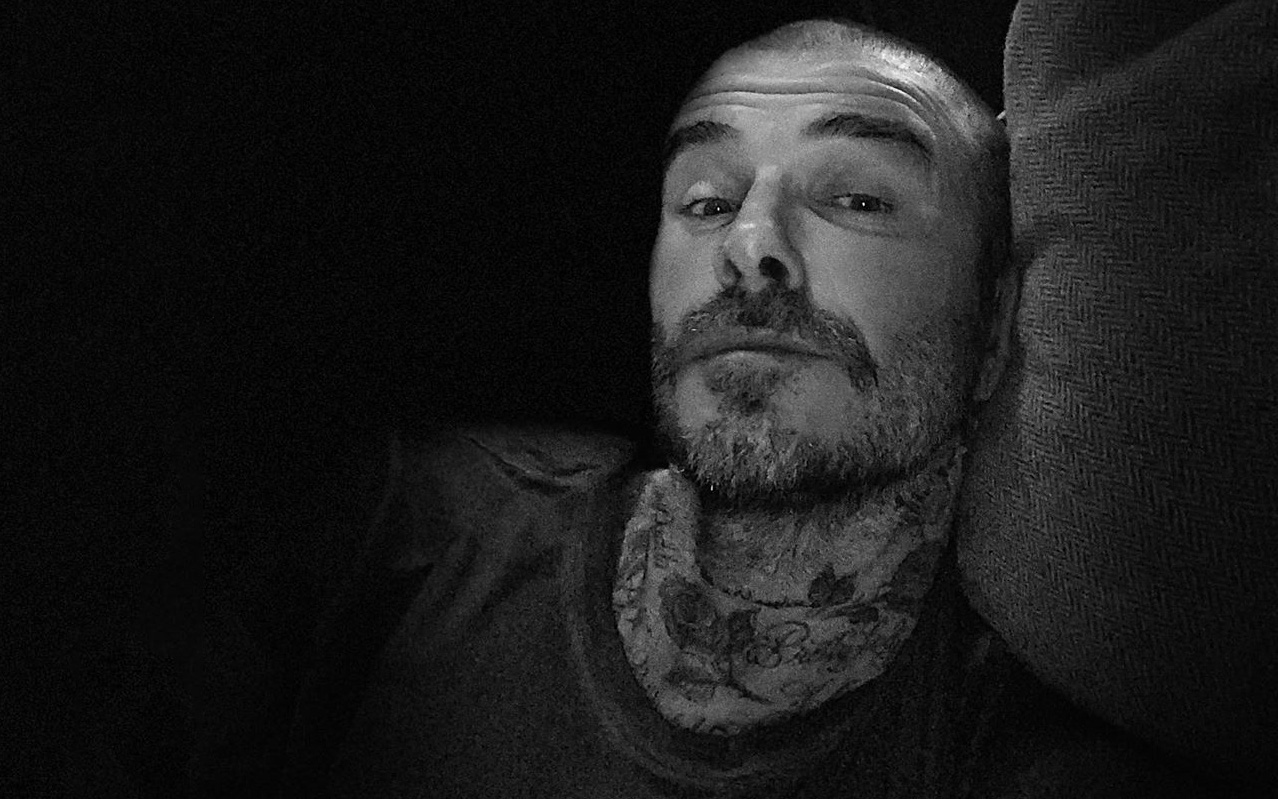 Ông chú Beckham gây bất ngờ với quả đầu trọc cực ngầu nhưng lại khiến fan tan chảy với lời nhắn nhủ ấm áp