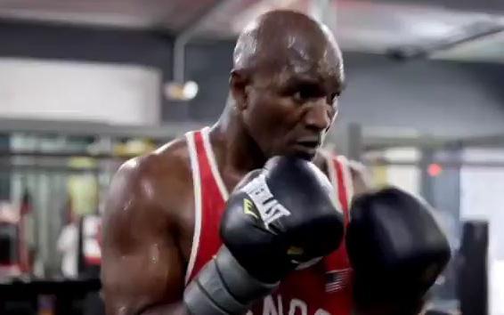 """Lộ video hậu trường cho thấy tốc độ của Evander Holyfield không """"khủng"""" như tưởng tượng, fan lo ngại nếu nhà cựu vô địch chạm trán Mike Tyson"""