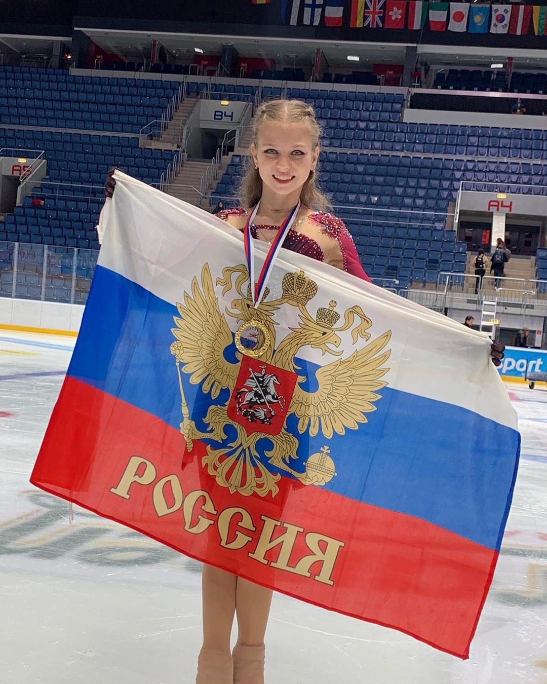 Ngả mũ trước nữ hoàng trượt băng nghệ thuật mới người Nga: Mới 15 tuổi đã sở hữu tới 4 kỷ lục Guinness - ảnh 4