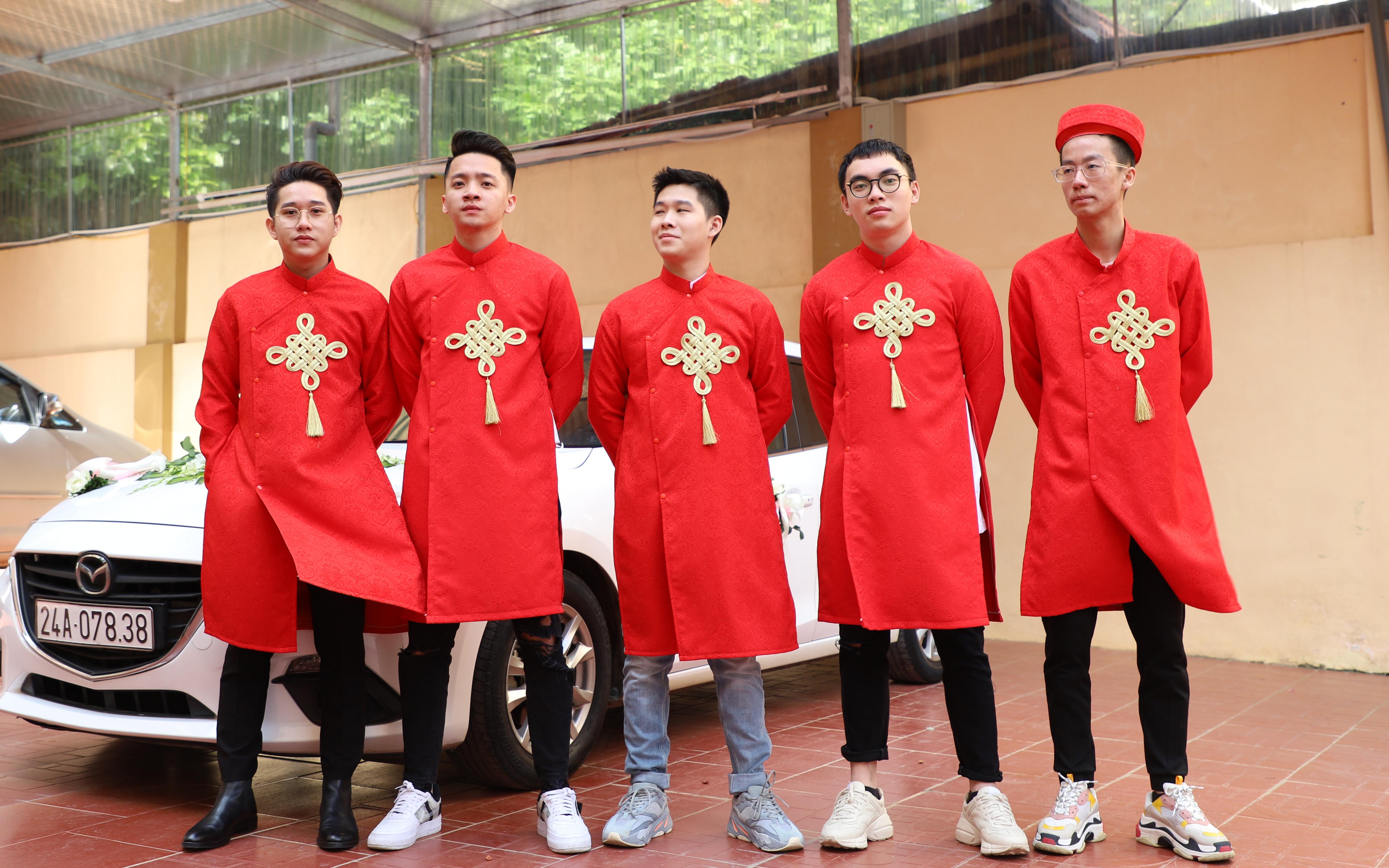 Xịn như Gấu, ''tậu'' luôn dàn tuyển thủ xuất sắc nhất lịch sử Liên Quân Mobile Việt Nam làm đội bê tráp cho đám cưới khiến fan phát cuồng