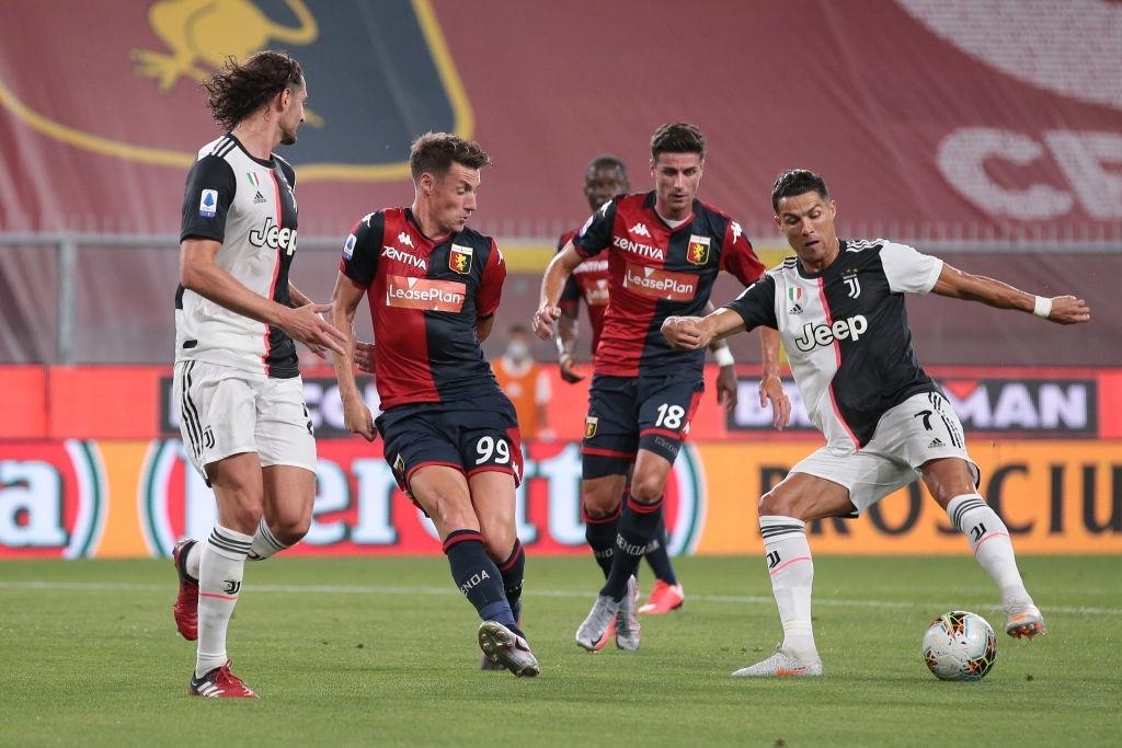 Ronaldo lại ghi bàn đẳng cấp giúp Juventus tiếp tục bay cao trên ngôi đầu Serie A - Ảnh 2.
