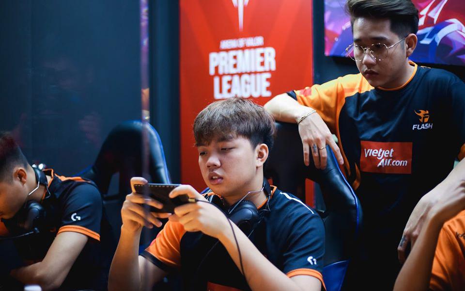APL 2020: Người hâm mộ tranh cãi nảy lửa vì Team Flash chọn tướng dị rồi thua thảm trước đội Thái Lan