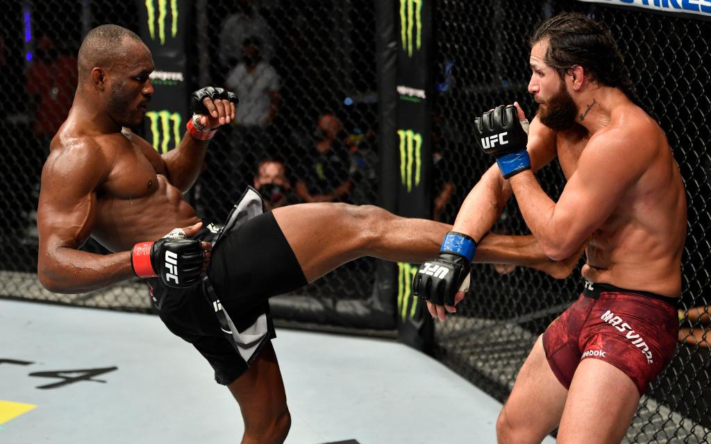 """Cho Jorge Masvidal """"lên bờ xuống ruộng"""", Kamaru Usman bảo vệ thành công chiếc đai vô địch UFC"""