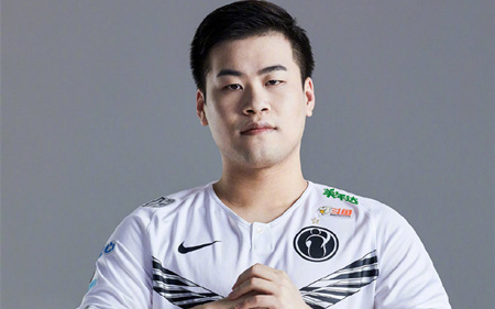 Vạ miệng khi stream, 2 tuyển thủ Esports Trung Quốc phải nộp phạt hàng trăm triệu đồng