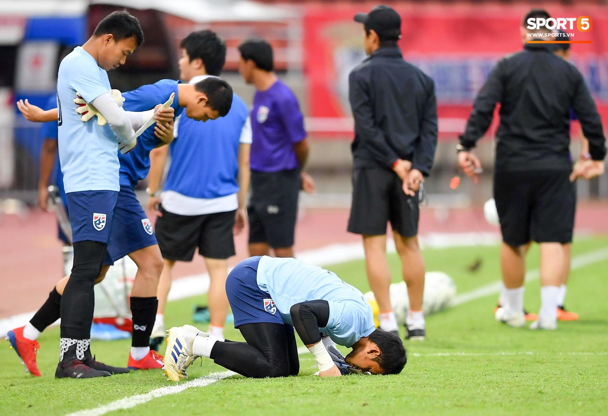 Tại sao cầu thủ Việt Nam miễn dịch với thị phi đời tư kém hơn Messi Thái và đồng đội? - Ảnh 1.