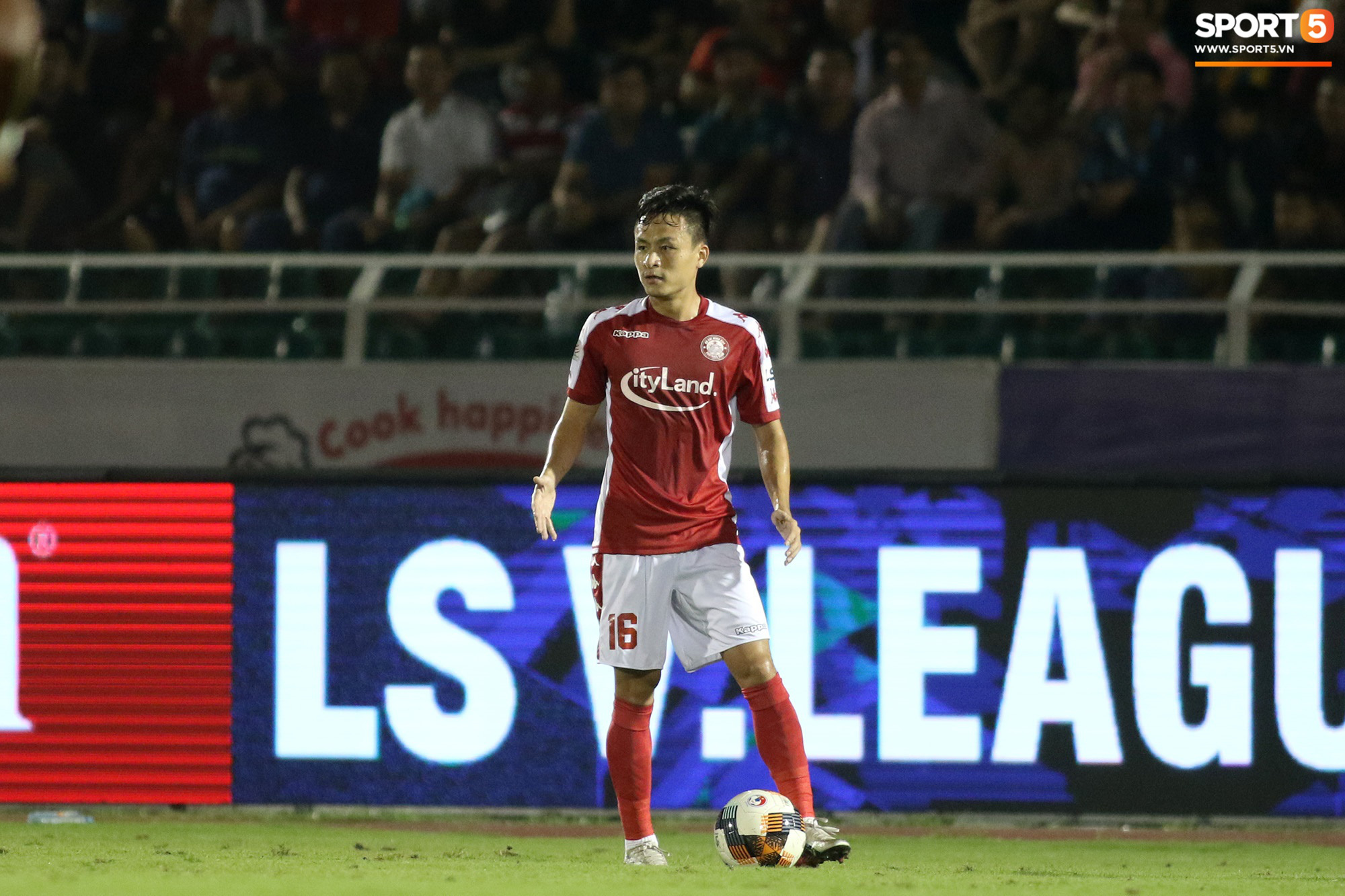 Võ Huy Toàn chấn thương nặng hơn dự kiến, cố thi đấu dù không có cảm giác bóng  - Ảnh 6.