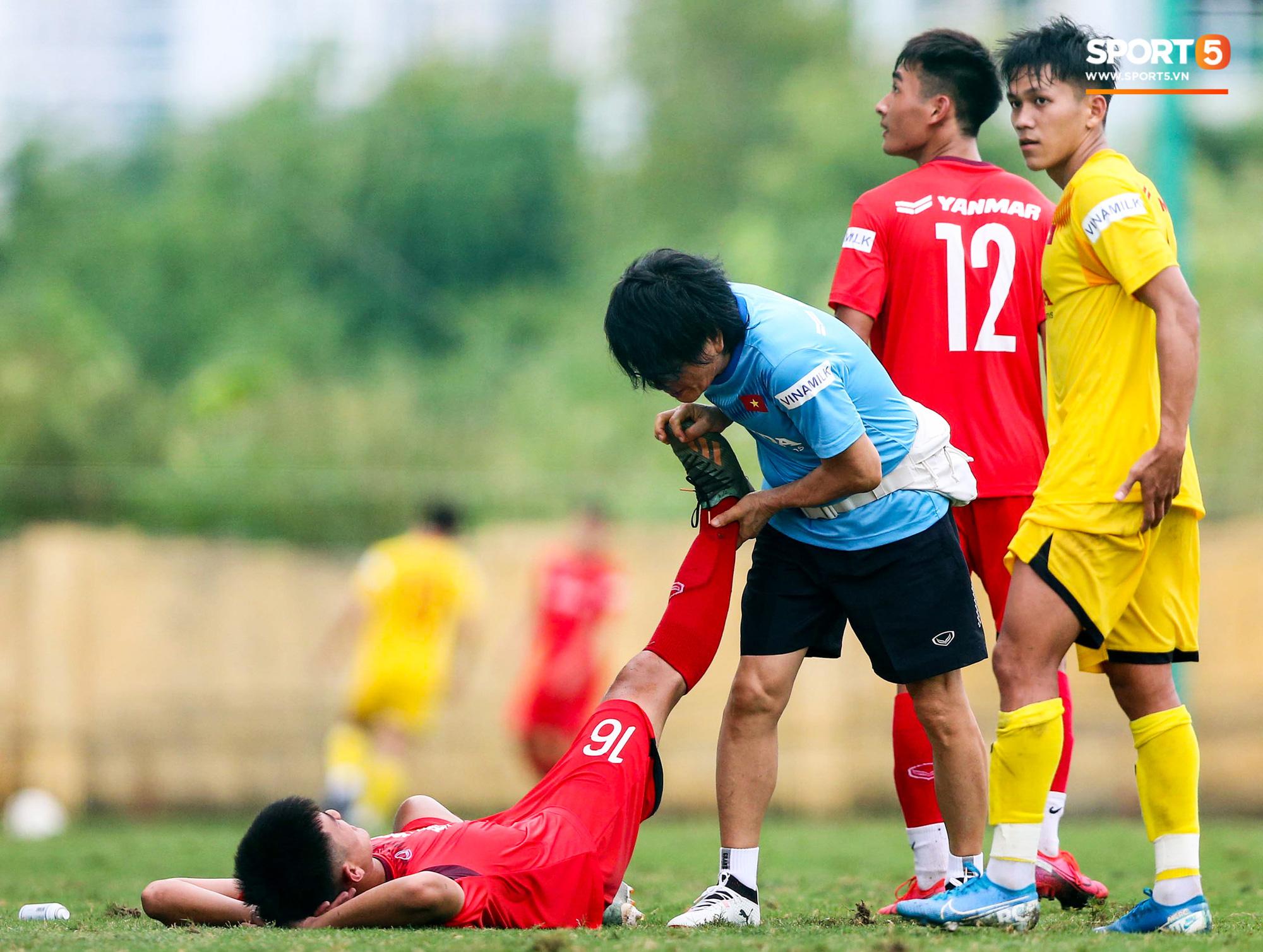 Lứa đàn em Quang Hải lộ hình ảnh yếu như sên sau bài kiểm tra đơn giản của HLV Park Hang-seo - Ảnh 5.