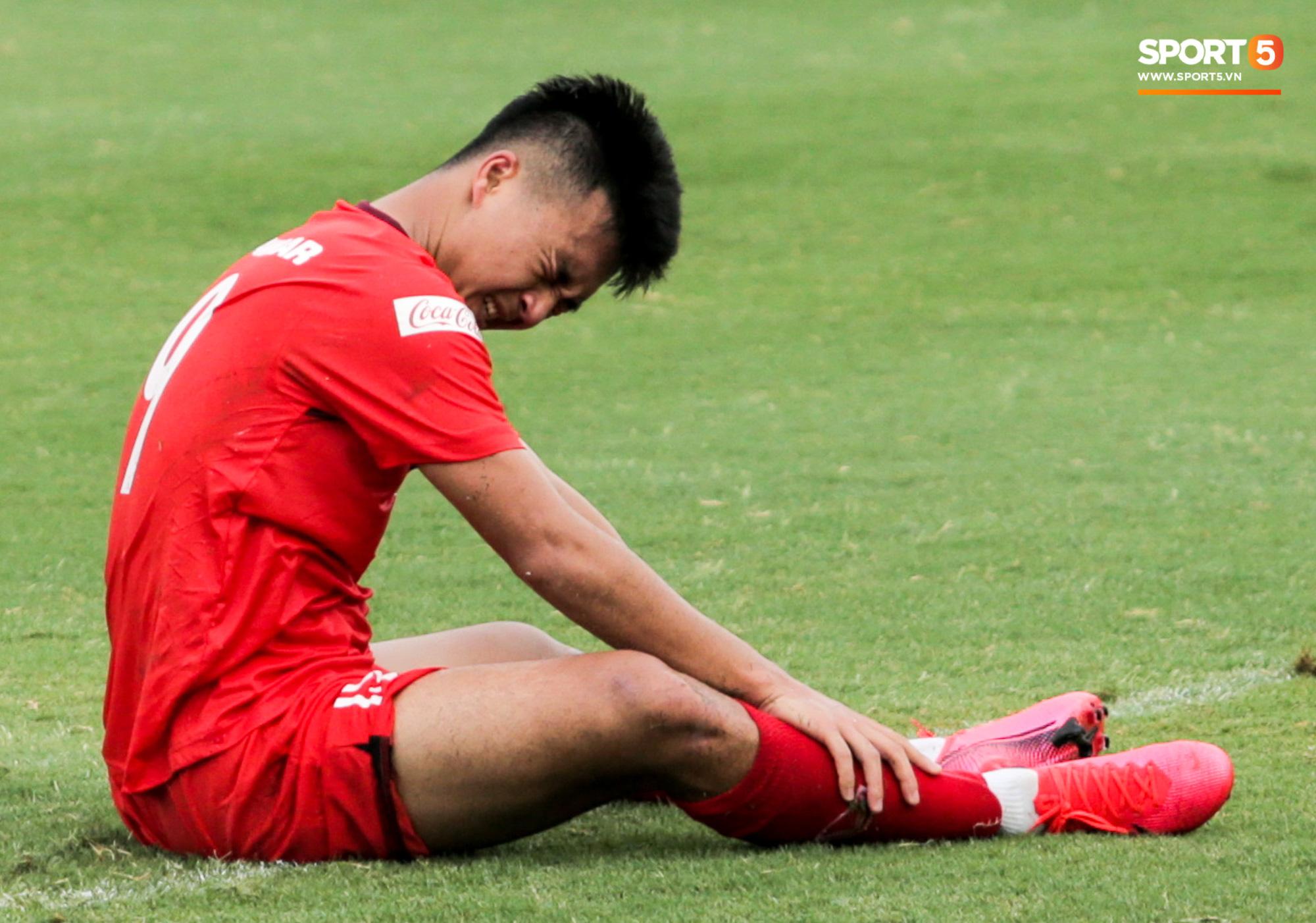 Lứa đàn em Quang Hải lộ hình ảnh yếu như sên sau bài kiểm tra đơn giản của HLV Park Hang-seo - Ảnh 3.