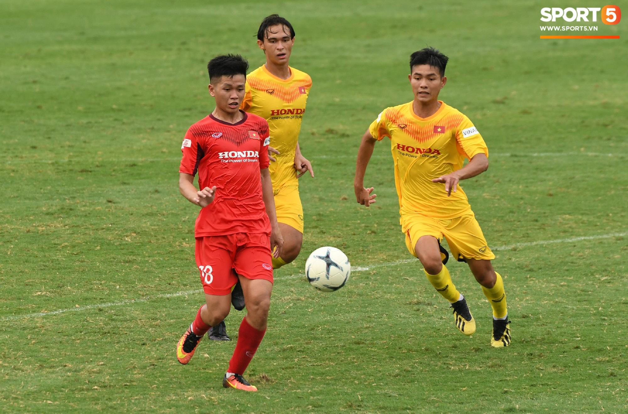 HLV Park Hang-seo dạy cho cầu thủ U22 Việt Nam bài học về cách lắng nghe, dặn dò đầy tâm huyết trước khi chia tay: Các bạn phải nỗ lực gấp đôi người khác  - Ảnh 16.