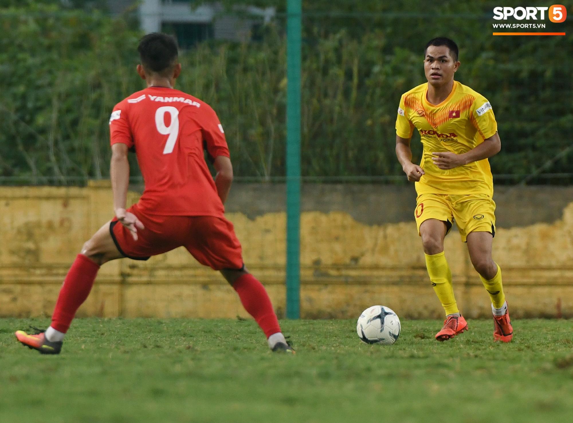 HLV Park Hang-seo dạy cho cầu thủ U22 Việt Nam bài học về cách lắng nghe, dặn dò đầy tâm huyết trước khi chia tay: Các bạn phải nỗ lực gấp đôi người khác  - Ảnh 15.