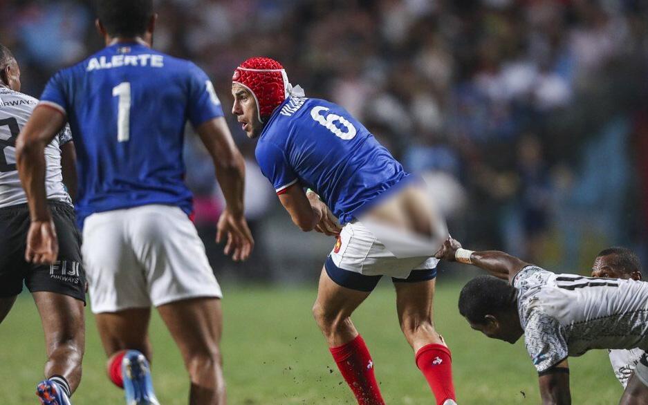 Khoảnh khắc cầu thủ bị kéo tụt quần giành giải ảnh báo chí ấn tượng nhất năm