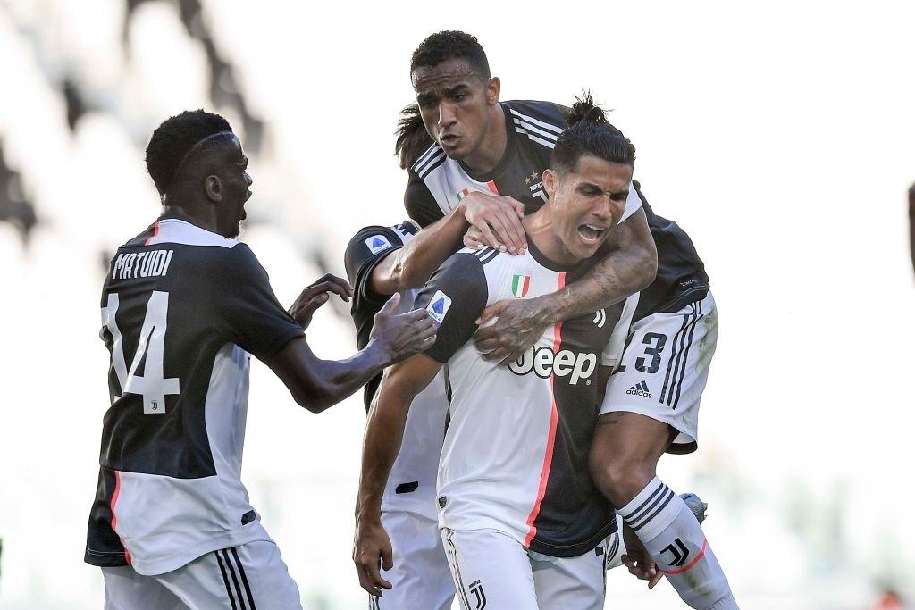 Ronaldo sút phạt thành bàn lần đầu tiên sau... 43 lần thử, Juve băng băng đến ngôi vô địch - Ảnh 2.