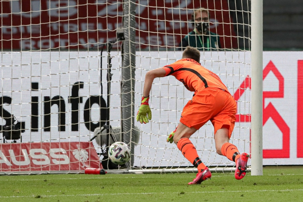 Ghi bàn vừa đẳng cấp vừa hài hước, chân sút đáng sợ nhất châu Âu mùa này giúp Bayern hoàn tất cú đúp danh hiệu - Ảnh 4.