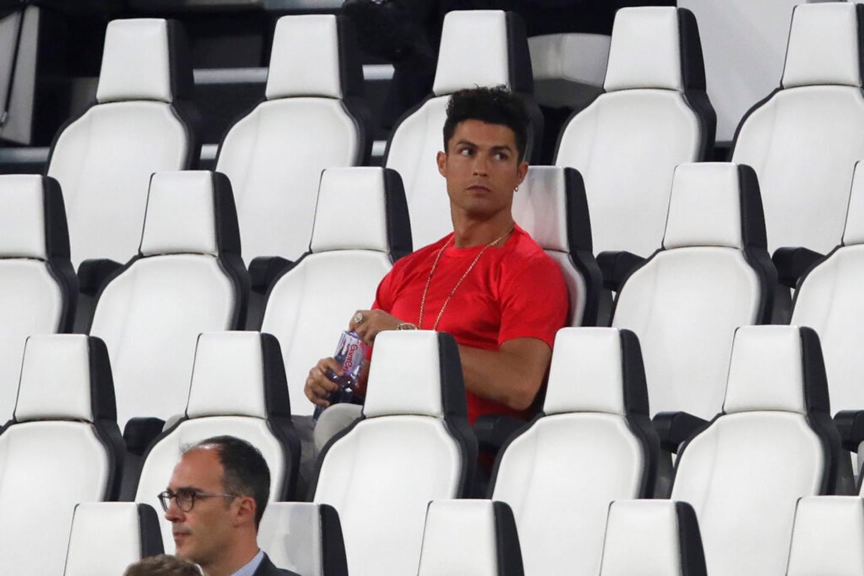 Ronaldo mặc sai dress code trong ngày Juve đăng quang ngôi vô địch Serie A lần thứ 9 liên tiếp - Ảnh 3.