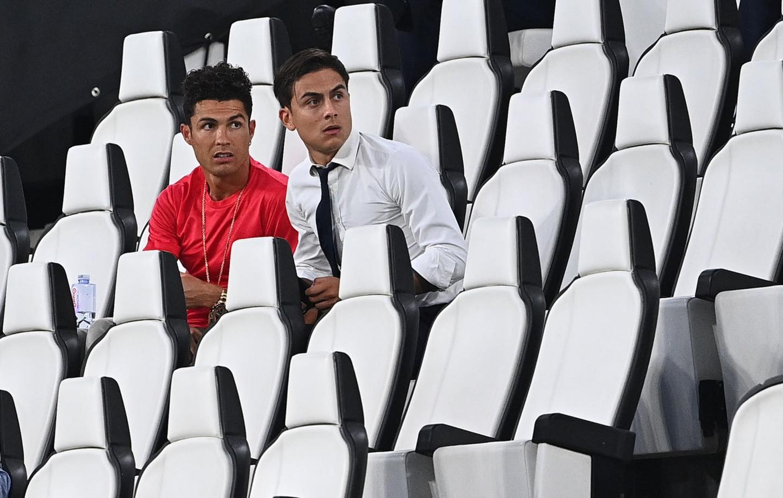 Ronaldo mặc sai dress code trong ngày Juve đăng quang ngôi vô địch Serie A lần thứ 9 liên tiếp - Ảnh 1.