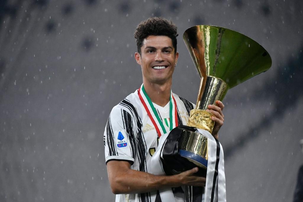 Ronaldo mặc sai dress code trong ngày Juve đăng quang ngôi vô địch Serie A lần thứ 9 liên tiếp - Ảnh 8.