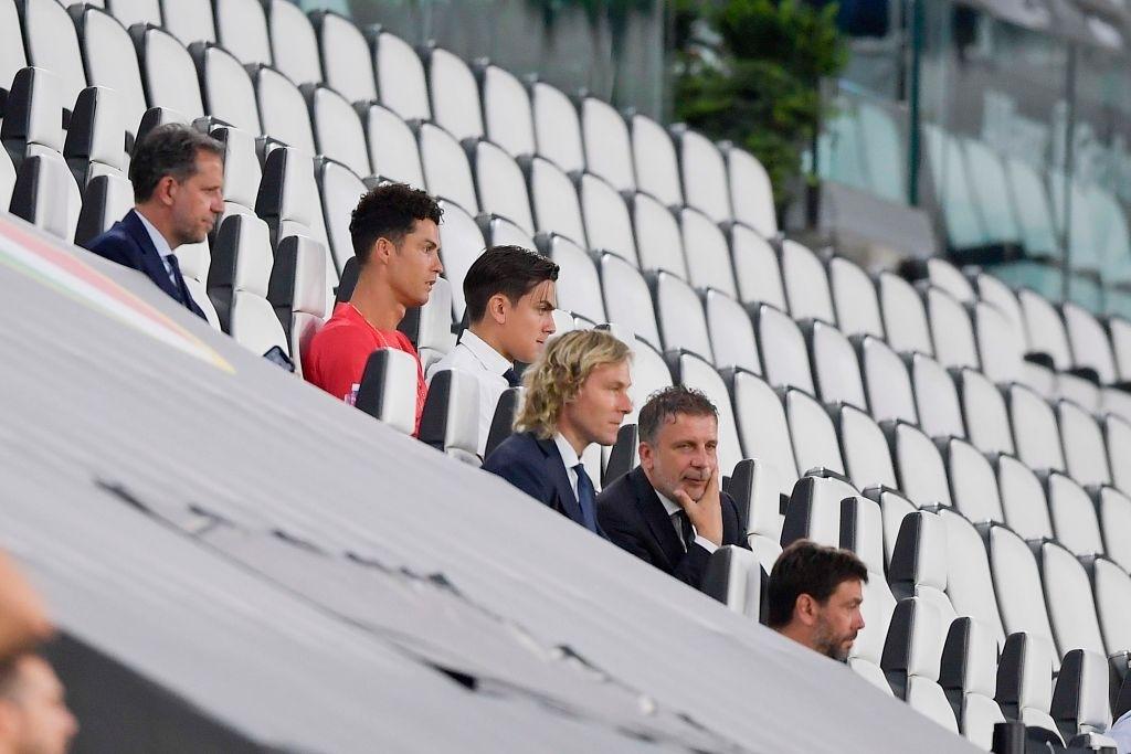 Ronaldo mặc sai dress code trong ngày Juve đăng quang ngôi vô địch Serie A lần thứ 9 liên tiếp - Ảnh 2.