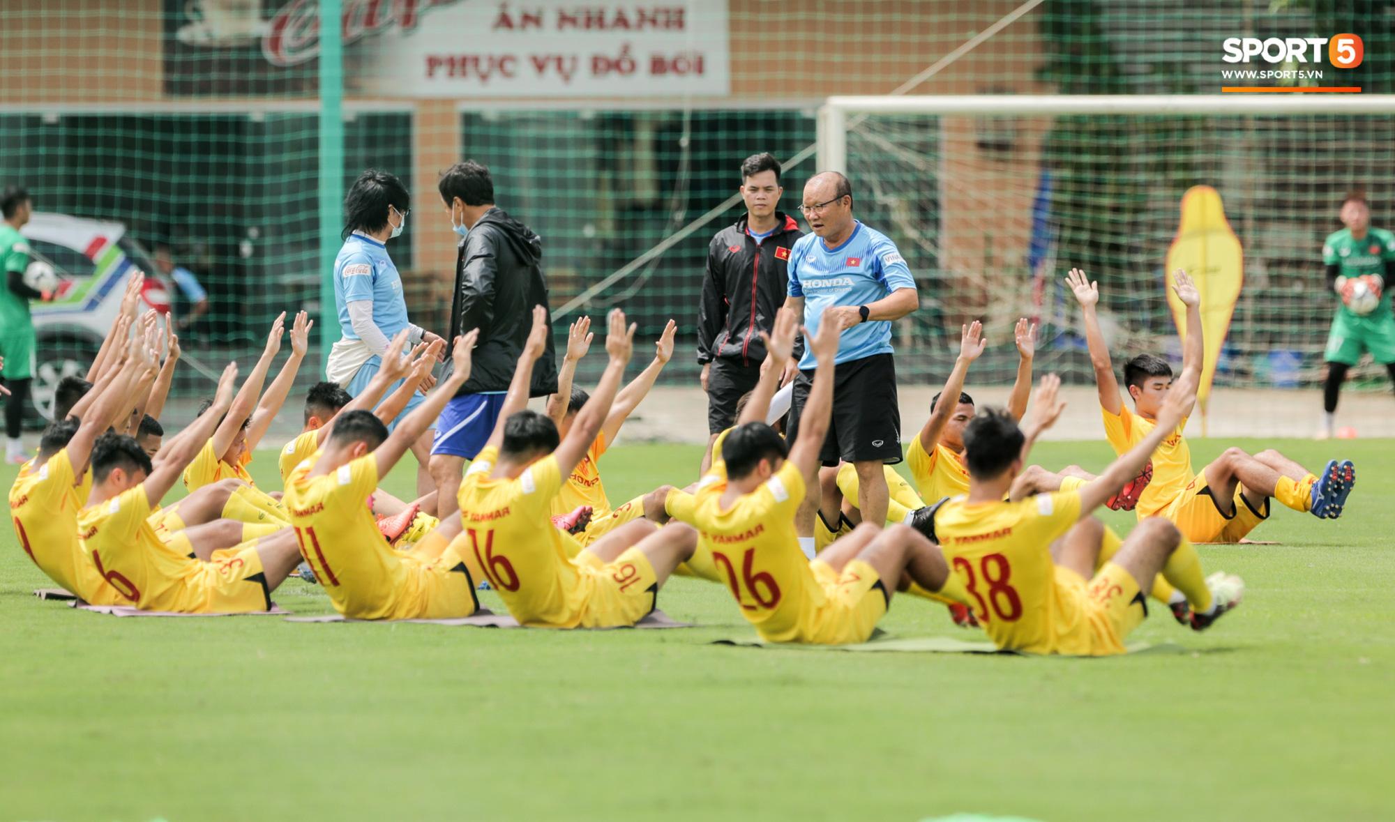 Tại sao HLV Park Hang-seo từ chối lời mời U22 Việt Nam thi đấu của phù thuỷ trắng? - Ảnh 2.
