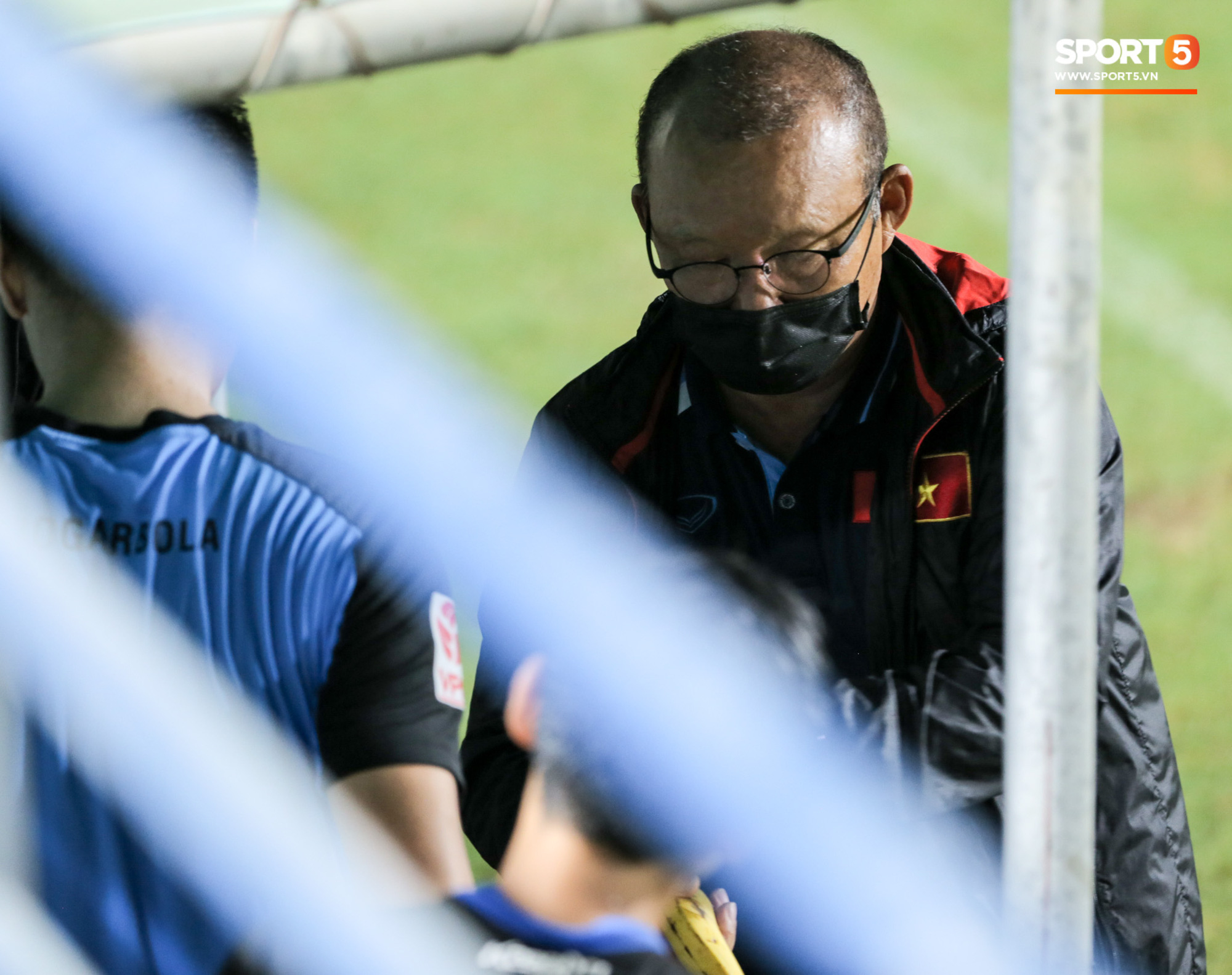 HLV Park Hang-seo không cản nổi học trò đá quyết liệt dù đã cấm xoạc bóng sau sự cố chấn thương - Ảnh 8.