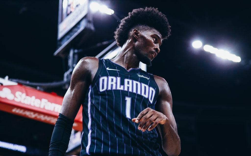 Góc bất ngờ: Sau quyết định không quỳ gối, doanh số bán áo đấu của sao trẻ Orlando Magic tăng đột biến