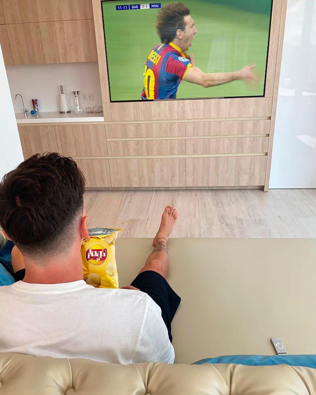 Lionel Messi vượt Ronaldo, trở thành cầu thủ kiếm tiền giỏi nhất năm 2020 - Ảnh 2.
