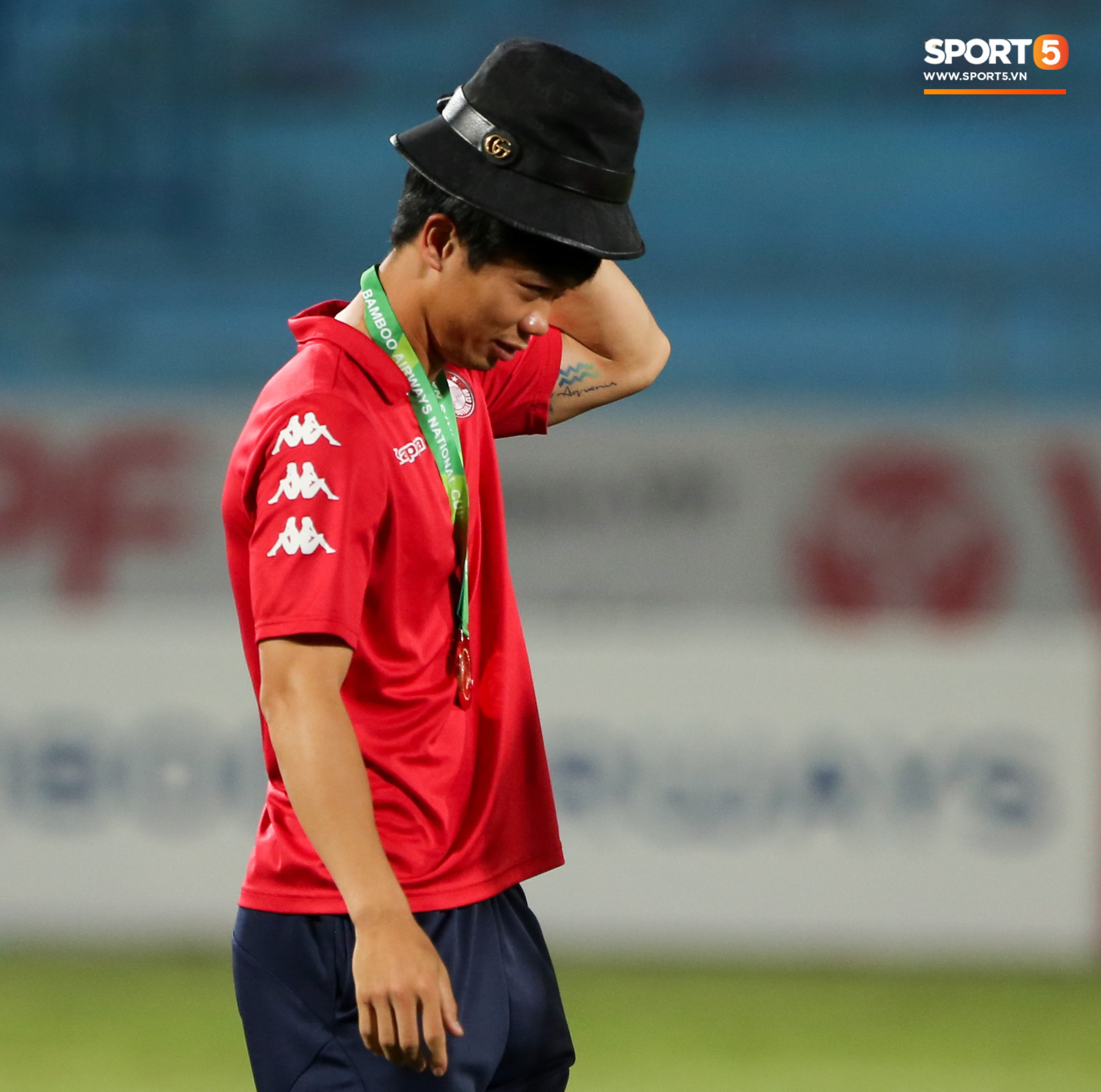 Đội nhà thảm bại, Công Phượng buồn bã trong ngày đặc biệt của sự nghiệp - Ảnh 1.