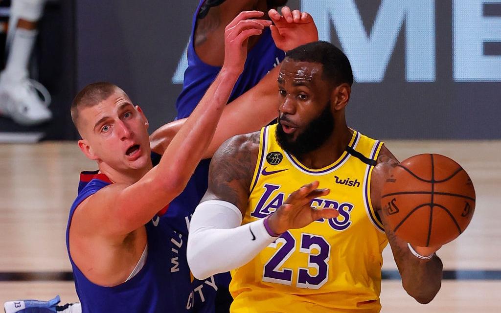 Nikola Jokic gặp rắc rối với lỗi cá nhân, Denver Nuggets sớm đầu hàng trước Los Angeles Lakers ở game 1