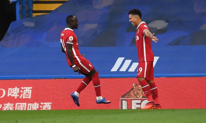 Lập cú đúp chớp nhoáng, Mane cân bằng thành tích của huyền thoại Liverpool - Ảnh 1.
