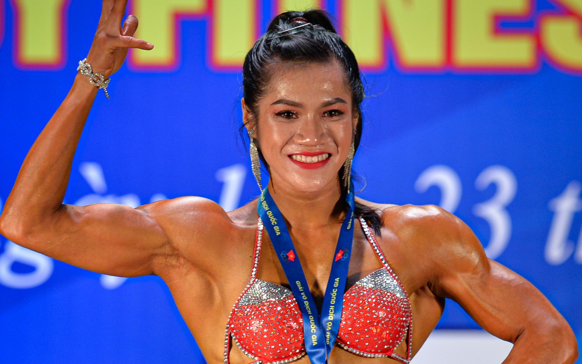 Tỏa sáng trong bộ bikini, Hot Tiktoker Trần Ny Ny nâng tổng số huy chương Vàng tại giải thể hình quốc gia lên con số 4