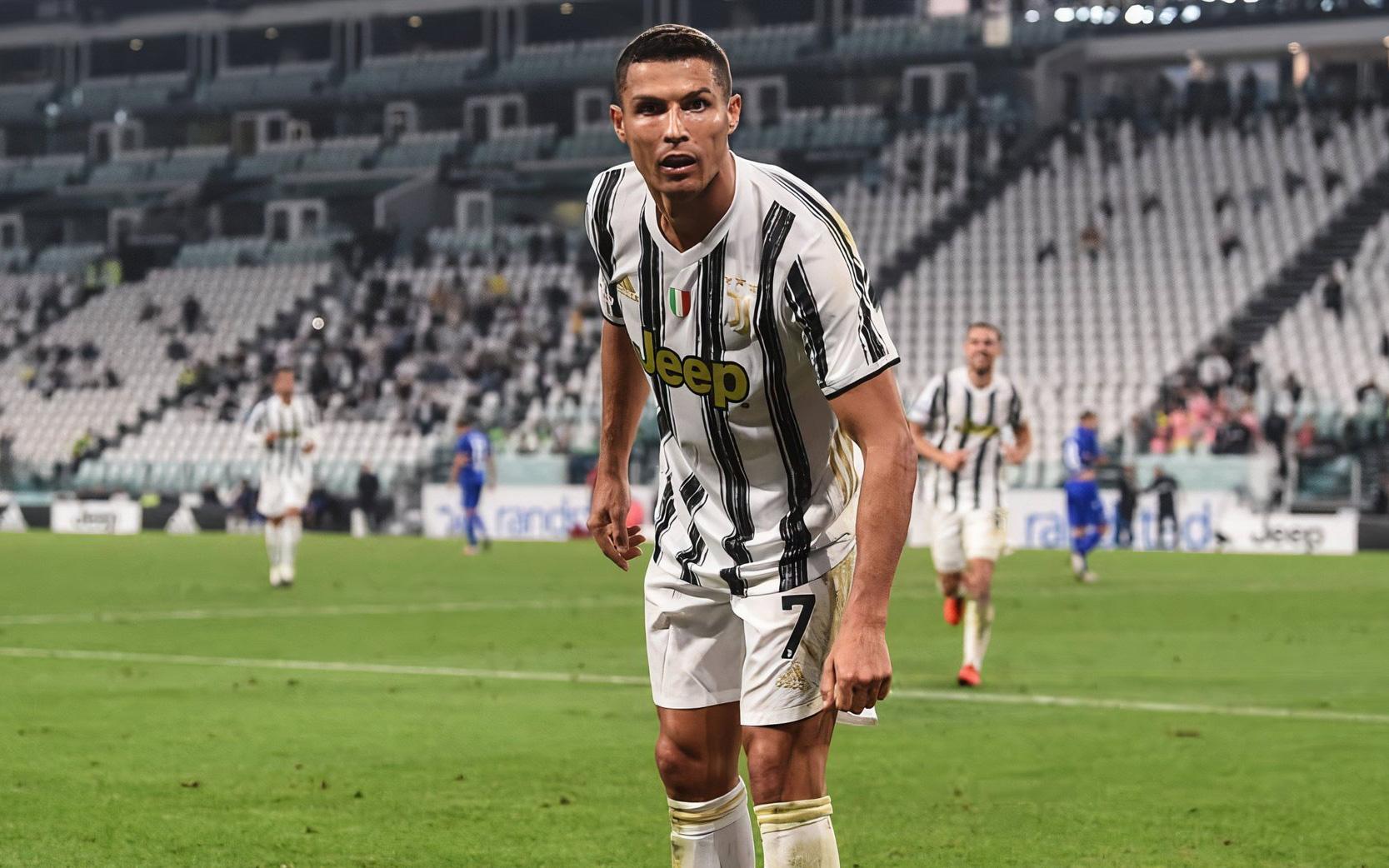 Ronaldo ăn mừng chất lừ sau khi giúp Juventus mở màn hoàn hảo mùa giải mới