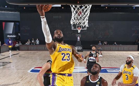 Chứng minh đẳng cấp Playoffs, LeBron James đưa Los Angeles Lakers tiến sát vé chung kết NBA