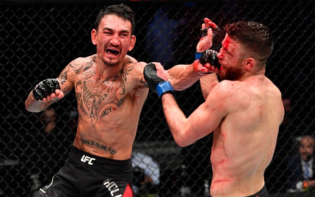 """Max Holloway """"hủy diệt"""" Calvin Kattar trong ngày tạo nên kỷ lục chưa từng có trong lịch sử UFC"""