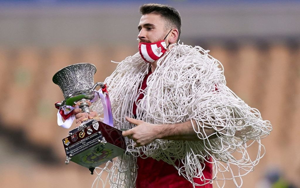 """Đồng đội Messi ôm mặt giấu nỗi buồn, cầu thủ Bilbao """"hoá trang"""" thành ngư dân sau chung kết Siêu Cúp Tây Ban Nha"""