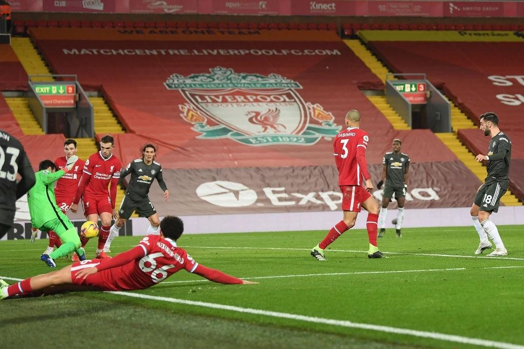 Bất phân thắng bại với kình địch Liverpool, Man Utd vững vàng trên ngôi đầu - ảnh 11