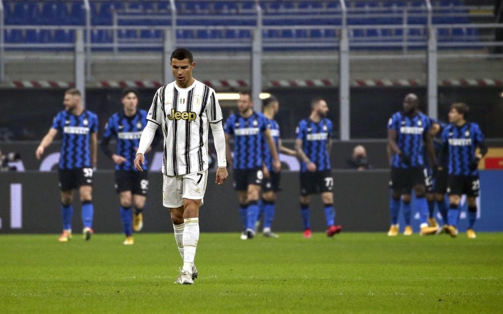 """Ronaldo """"im lặng"""", Juventus thua chóng vánh trận Derby d'Italia"""