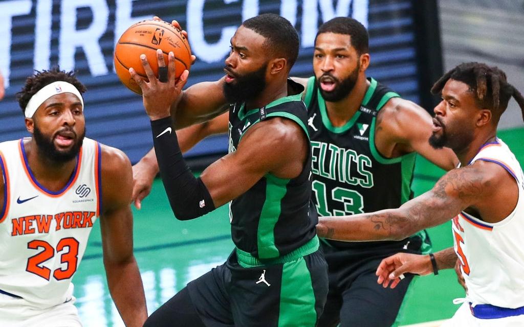 Ném rổ với hiệu suất 30%, Boston Celtics sụp đổ ở sân nhà trước New York Knicks