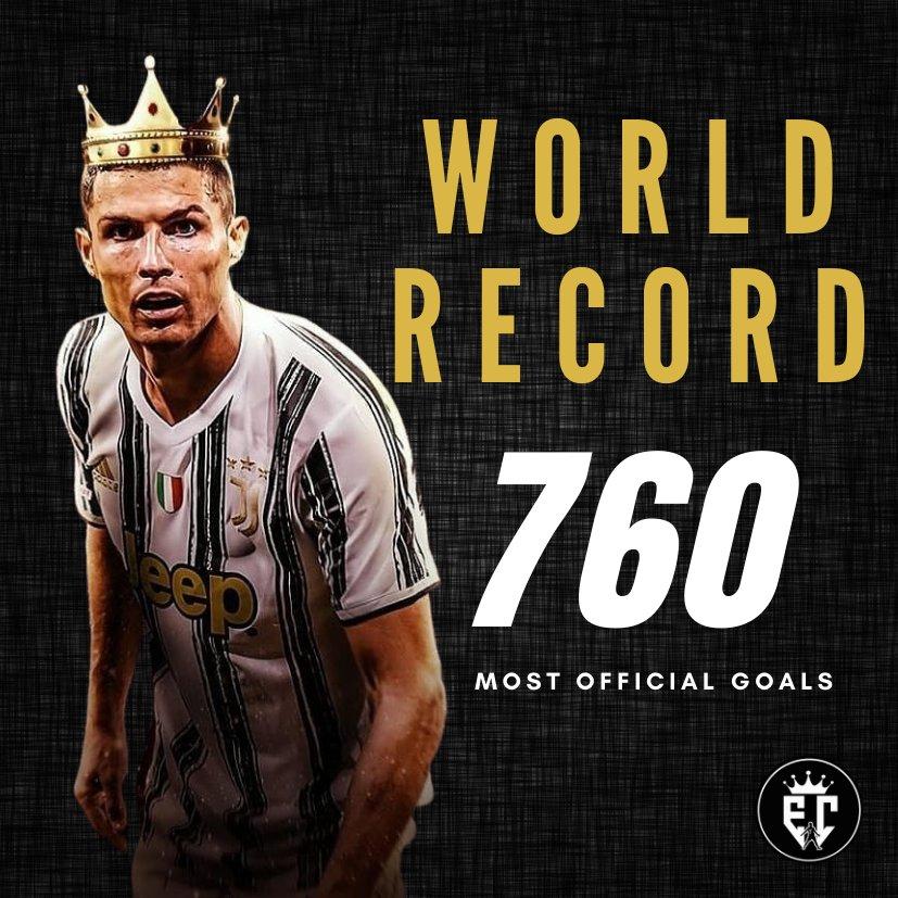 Ronaldo cười toe toét, hạnh phúc hôn cúp vô địch trong ngày chính thức trở thành CHÂN SÚT VĨ ĐẠI NHẤT lịch sử - ảnh 2