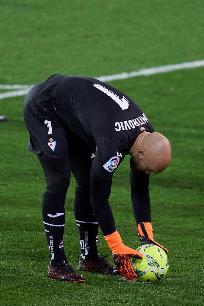 """Đội bóng La Liga """"chơi lớn"""" khi để thủ môn lên sút phạt đền - Ảnh 1."""