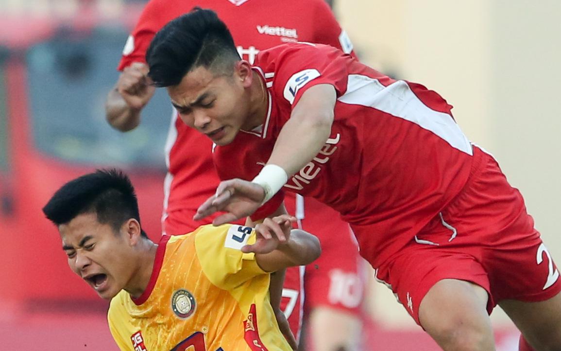 Tuyển thủ Việt Nam thi đấu máu lửa nhưng phải rời sân theo cách không mong muốn