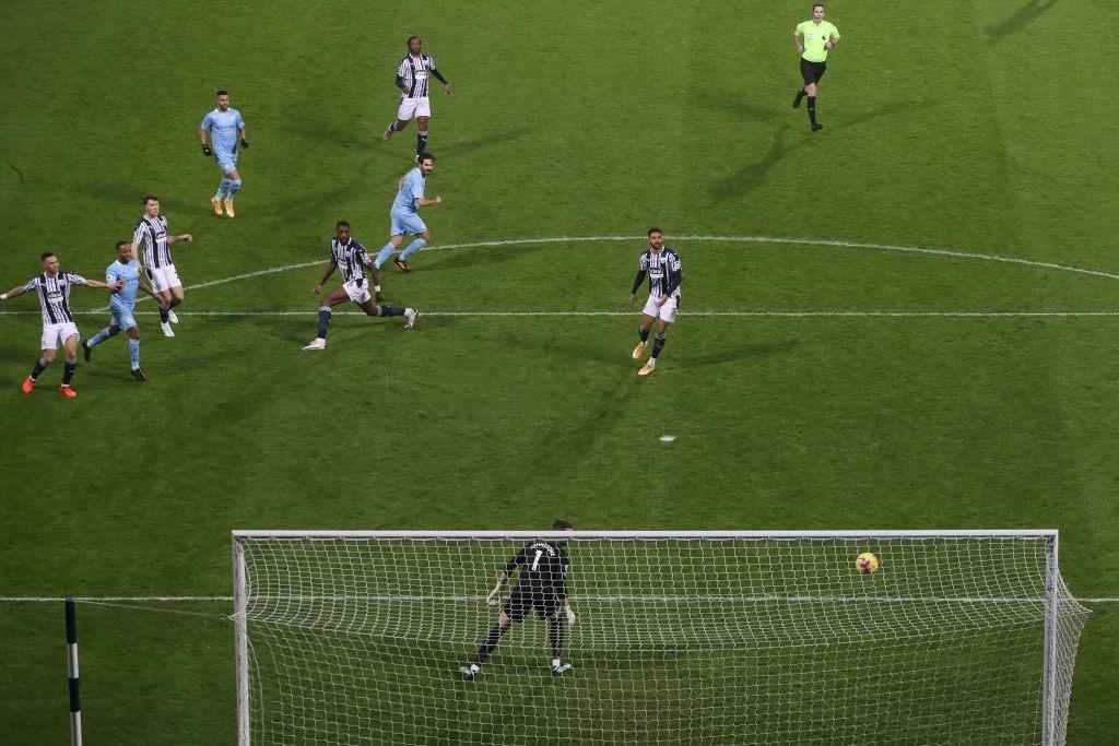 Hủy diệt đối thủ 5-0, Man City chiếm ngôi đầu của MU - ảnh 4