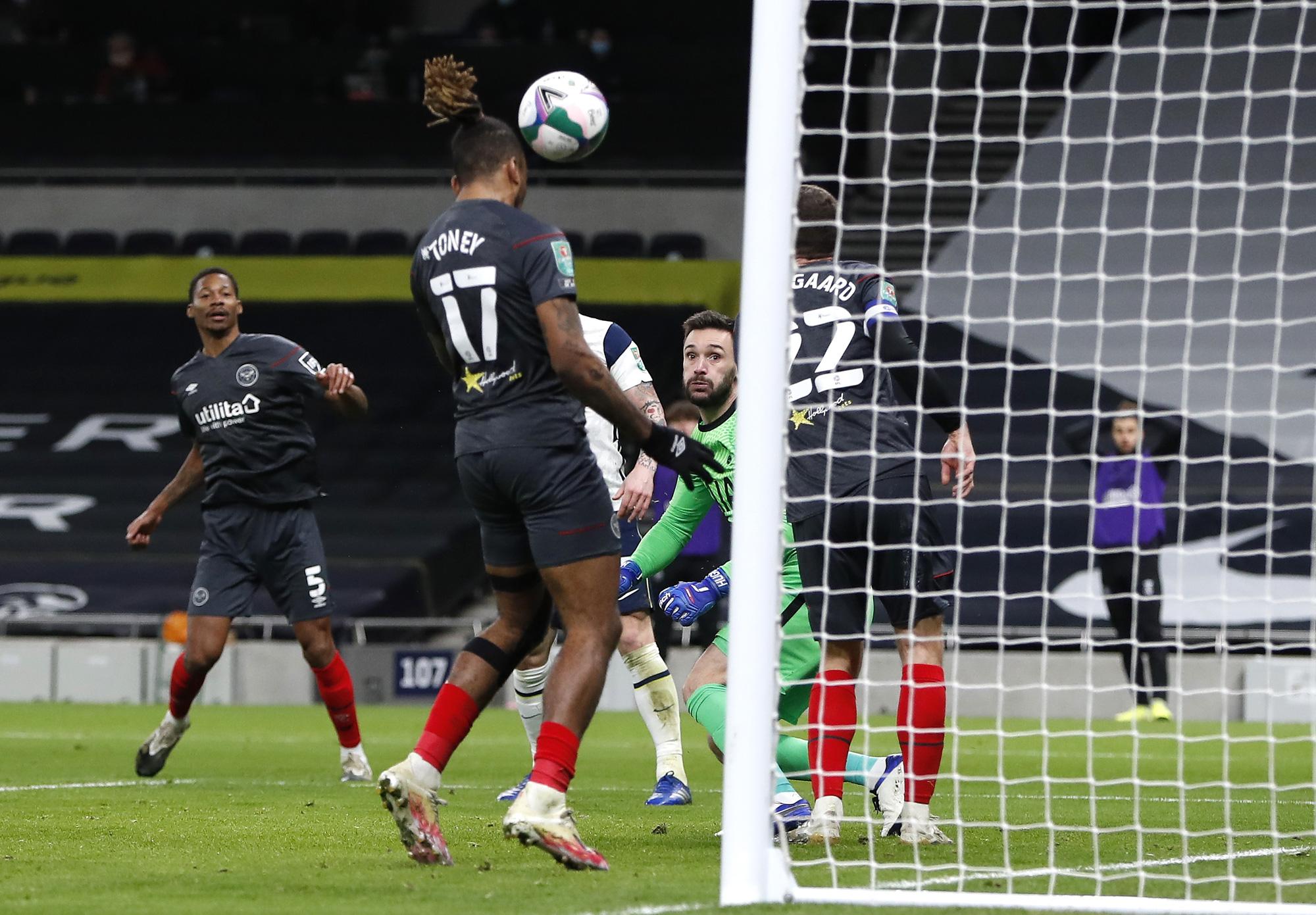 Hạ Brentford 2-0, Tottenham có vé dự trận chung kết đầu mùa - Ảnh 4.