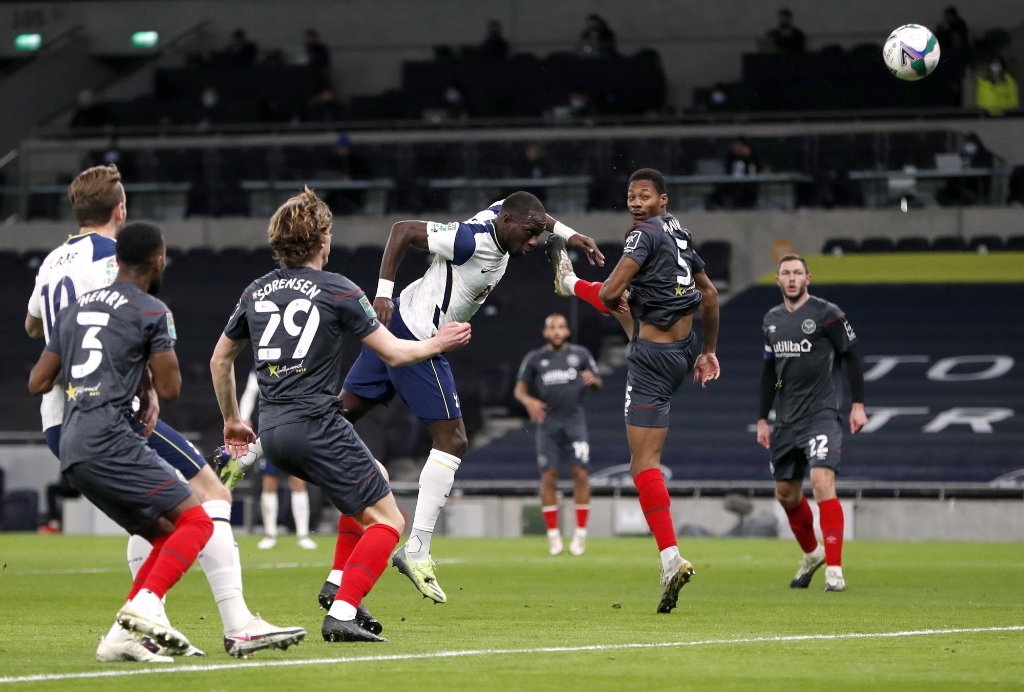 Hạ Brentford 2-0, Tottenham có vé dự trận chung kết đầu mùa - Ảnh 2.