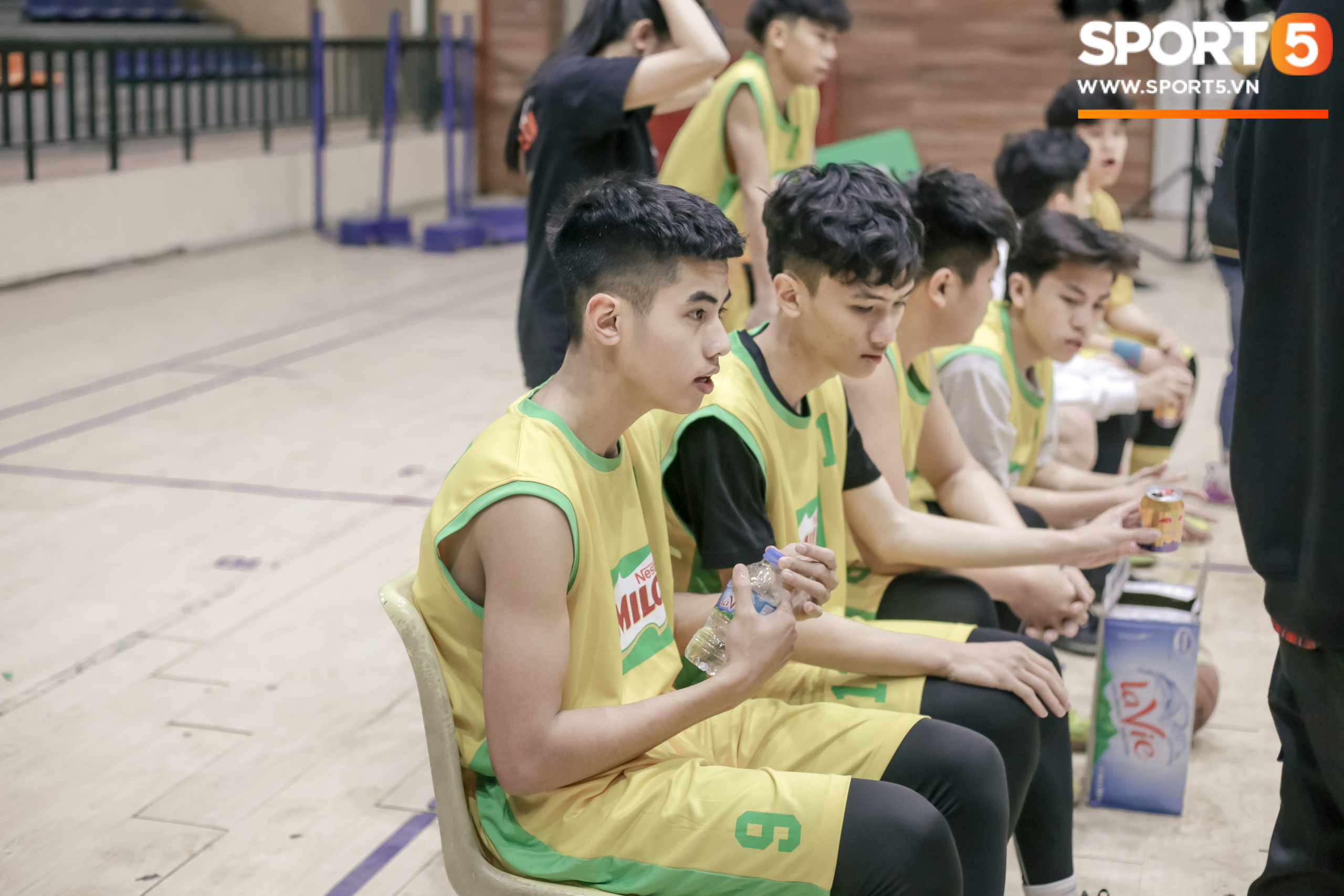 The Xuan Mai High School basketball team caused a fever with great images, after a bad salary, everyone lost their heart - Photo 2.