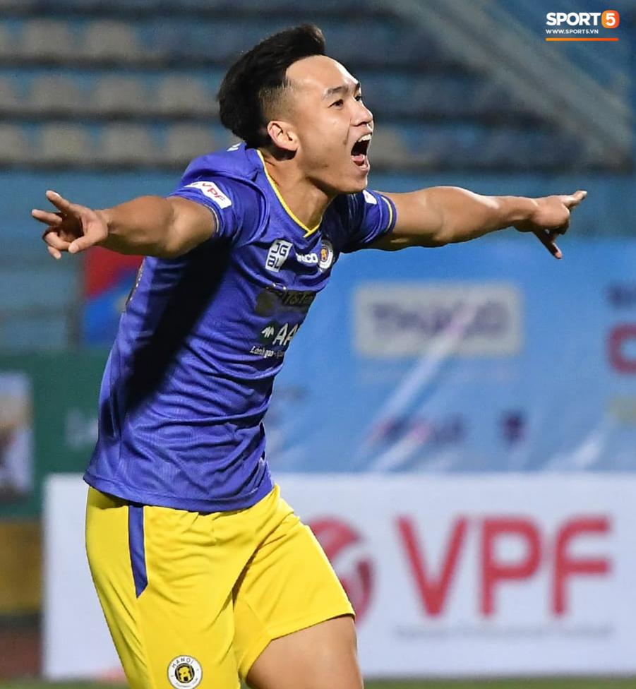 Vì sao bóng chạm tay Bùi Hoàng Việt Anh nhưng Hà Nội FC không bị thổi phạt đền? - Ảnh 3.
