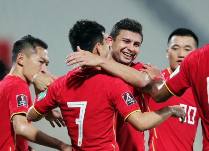 Đọc tên cầu thủ tuyển Trung Quốc theo tiếng Việt như thế nào? - Ảnh 2.