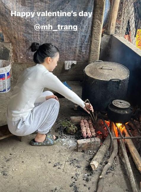 Dàn WAGs Việt đảm đang, không ngại củi lửa trong những ngày Tết Nguyên đán - Ảnh 1.