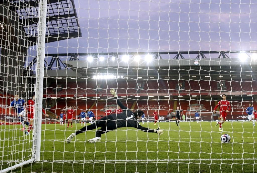 Thua trắng đại kình địch, Liverpool tái lập thảm họa trên sân nhà sau 98 năm - ảnh 3