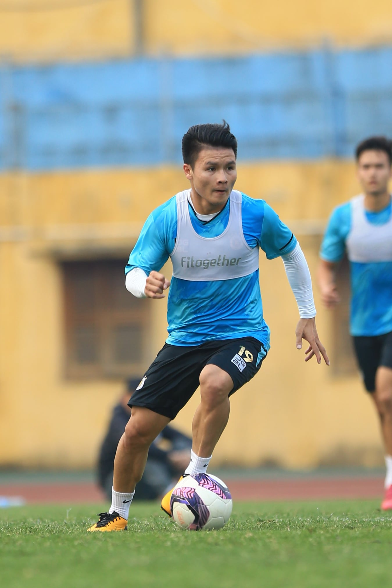 Cầu thủ tập luyện như thế nào trước ngày V.League 2021 trở lại? - ảnh 7