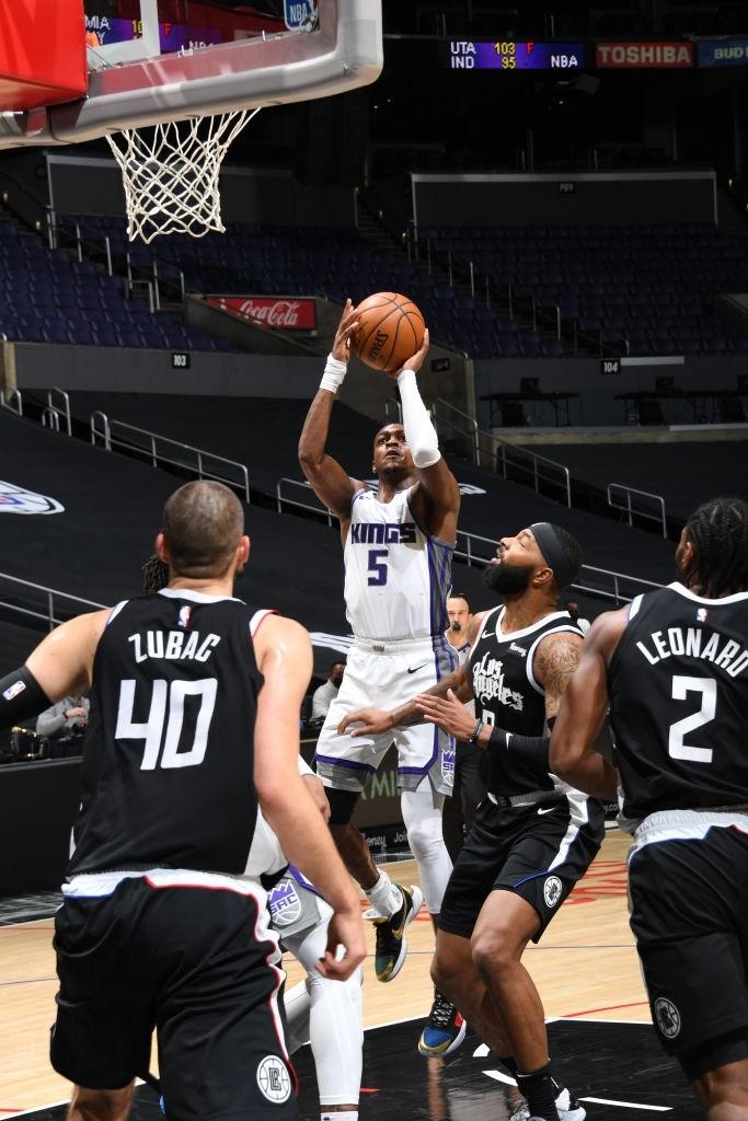 Sacramento Kings đả bại Los Angeles Clippers bằng đôi cánh De'Aaron Fox - Ảnh 1.